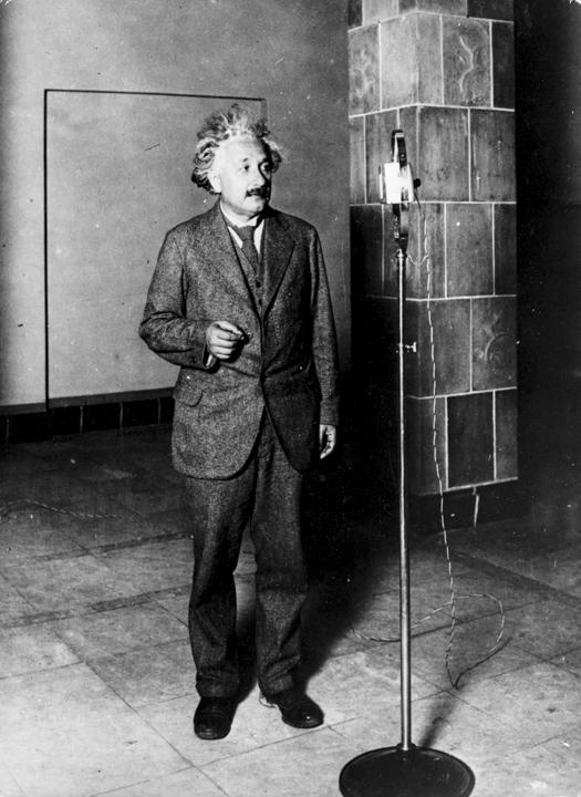 愛因斯坦:「科學家來自哲學視野的這種獨立性,正是一個只配稱為手藝匠或專職工作者的人與一個真正的真理追求者之間的區別所在。」