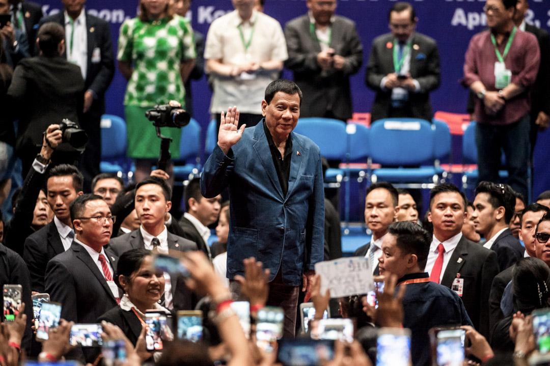 2018年4月12日,菲律賓總統杜特爾特在香港啟德郵輪碼頭一個場合會見在港菲律賓社群時,正式就2010年導致8名香港遊客死亡的馬尼拉人質事件道歉。這是菲律賓在任總統首次就此事進行正式道歉。 攝:Issac Lawreence/AFP/Getty Images