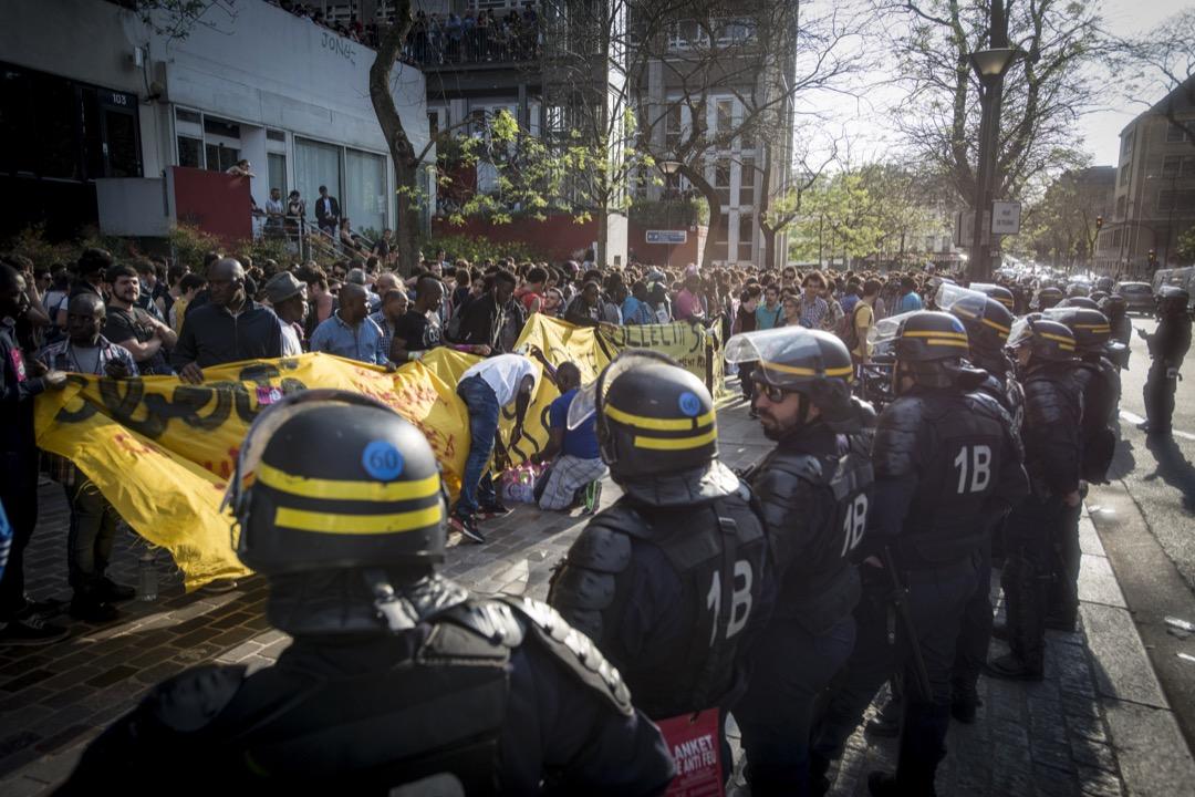 佔領校園的運動從2018年初開始發酵,從南部的圖盧茲和蒙彼利埃發端,得到巴黎、里昂、里爾等地高校的響應。雖然各所學校的訴求略有不同,但是都有一個共同的目標,即反對政府在高等教育領域的這波新管理主義操作。