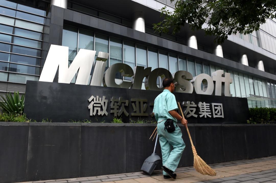北京市政府辦公軟件選型,把微軟踢出局。那件事IT圈轟動一時,微軟中國總裁高群耀辭職。