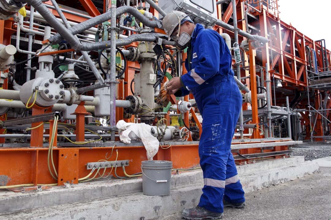 歐美國家在亞洲的投資,經常有與中國交集的情況。例如中石油花約50億美元巨額,收購了哈薩克卡沙干油田的8.33%股份,該油田其他股東分別為哈薩克國家石油公司、意大利埃尼、美國埃克森美孚、荷蘭殼牌、法國道達爾和日本國際石油開發帝石公司。