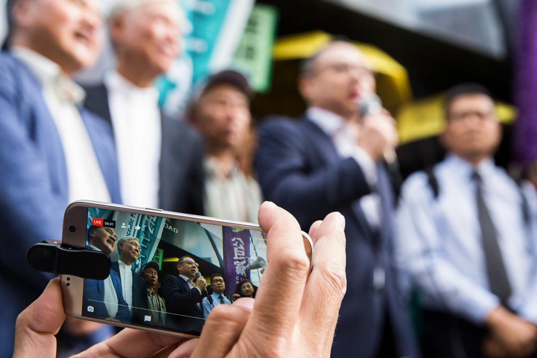 香港政府回應傳媒查詢時罕有對戴的言論發表「強烈譴責」,及後親中人士紛紛表態抨擊戴氏,更有組織和議員促請香港大學把戴革職處分。在主流和網絡媒體的大肆報導下,「戴耀廷鼓吹港獨」迅速在本地社會發酵成最受關注的新聞大事件。