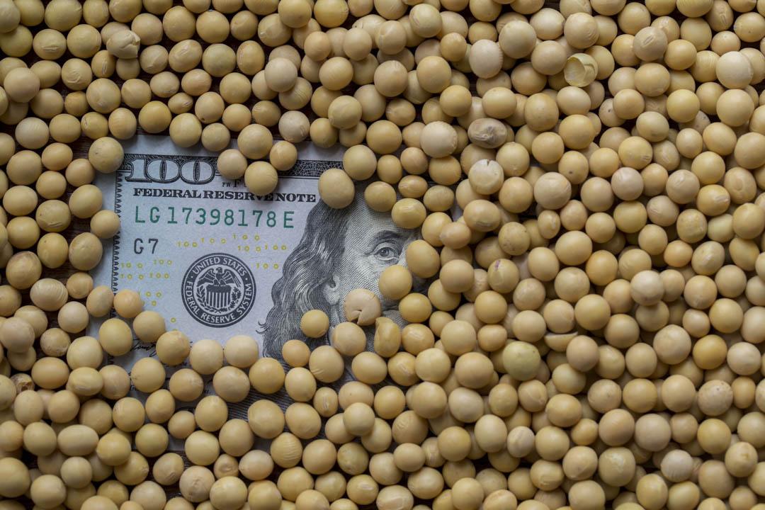 2018年4月4日,中國政府公布,將對美國進口的大豆、橙汁、威士忌、汽車等加徵25%關稅,料總值500億美元。