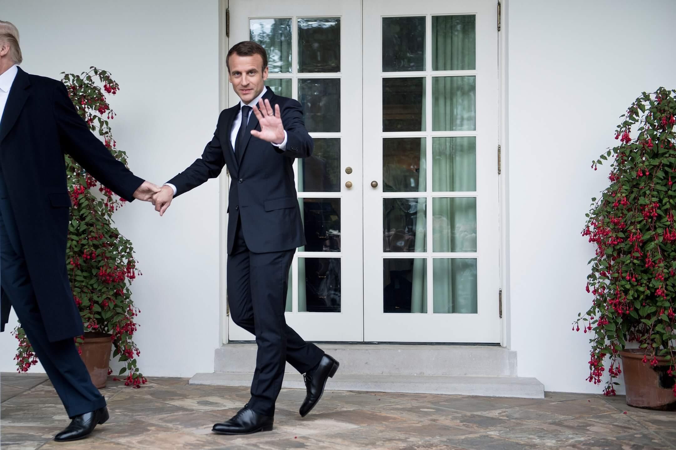 2018年4月24日,法國總統馬克龍到訪美國,馬克龍與美國總統特朗普二人在白宮草坪發表講話後共同步向白宮橢圓形辦公室。