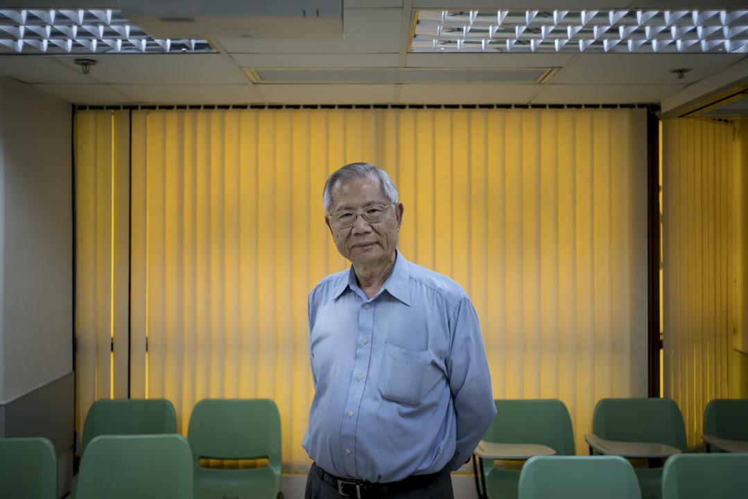 普通話研習社及香港中國語文學會創辦人之一許耀賜,被香港媒體稱為「推普先鋒」。