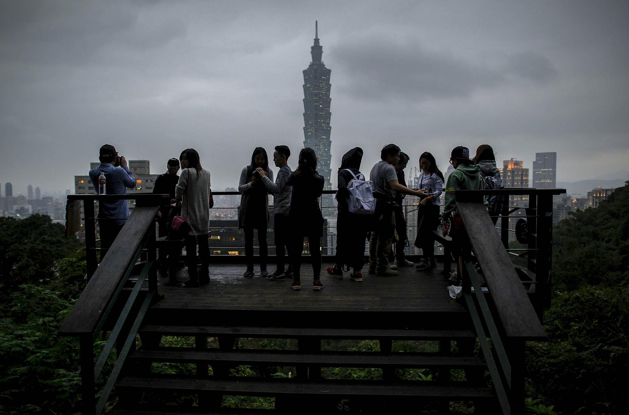 2016年蔡英文上任以來,每次踏上外交舞台,北京政府在國際上對台灣的打擊就成為眾所關注的議題。由於兩岸國力懸殊,全世界與中華民國有正式邦交的國家只剩下20個。這樣現實環境下,「外交」對台灣而言意味著什麼? 攝:Alexander Koerner/Getty Images