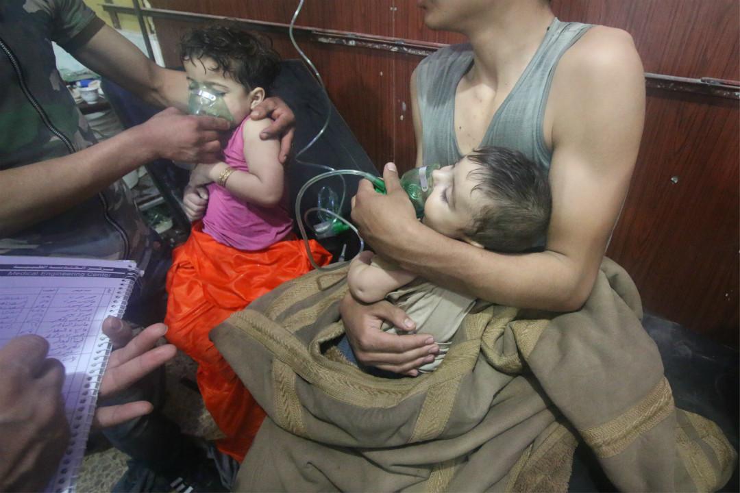 2018年4月7日,敘利亞大馬士革,東古塔地區杜馬鎮,當地疑被曝出遭到沙林毒氣攻擊,兒童在醫院接受救治。 攝:Halil el-Abdullah/Imagine China
