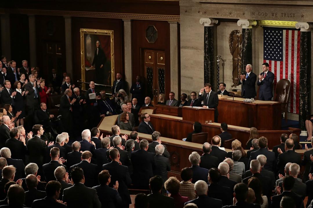 2018年4月25日,法國總統馬克龍(Emmanuel Macron)在美國國會聯席會議上發表演講,贏得在場聽眾長時期起立鼓掌。 攝:Chip Somodevilla/Getty Images