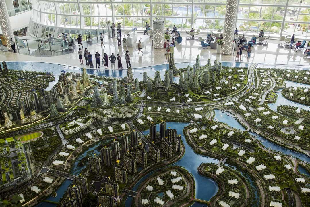2017年,中國在大馬的總投資額高達400多億令吉(Ringgit),並一度超越日本,成為馬來西亞的最大貿易合作伙伴和投資國。在眾多的投資項目中,包括碧桂園集團在南馬柔佛州打造的「森林城市」。