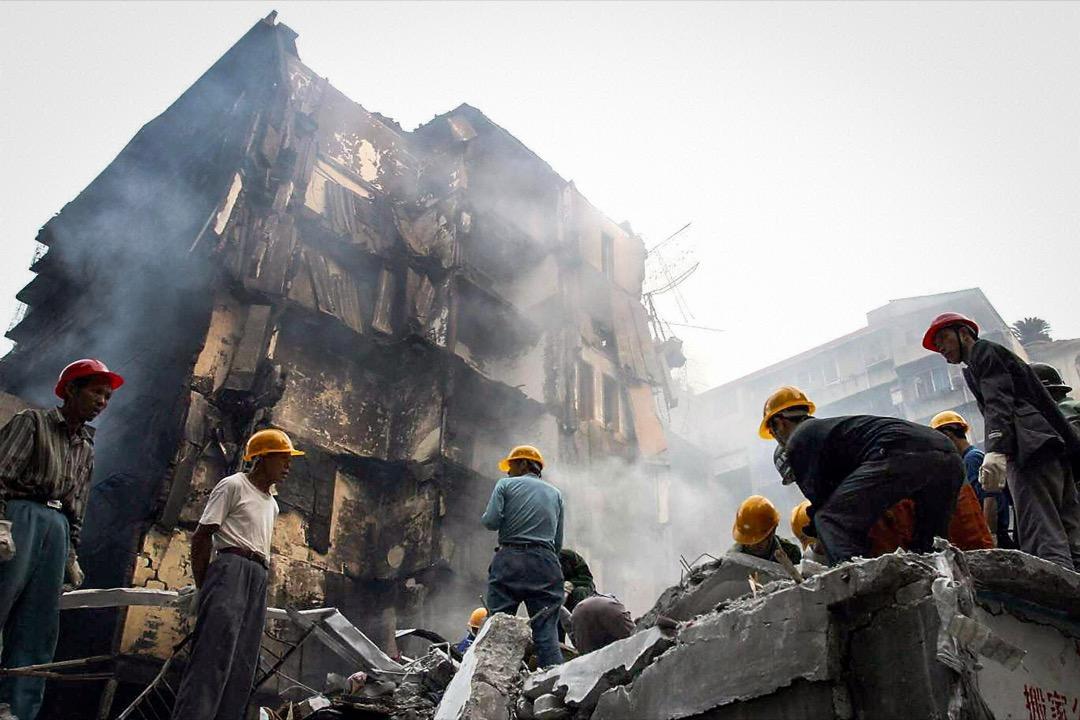 2003年11月,湖南衡陽衡州大廈發生特大火災,20名年輕消防員因救火喪命。