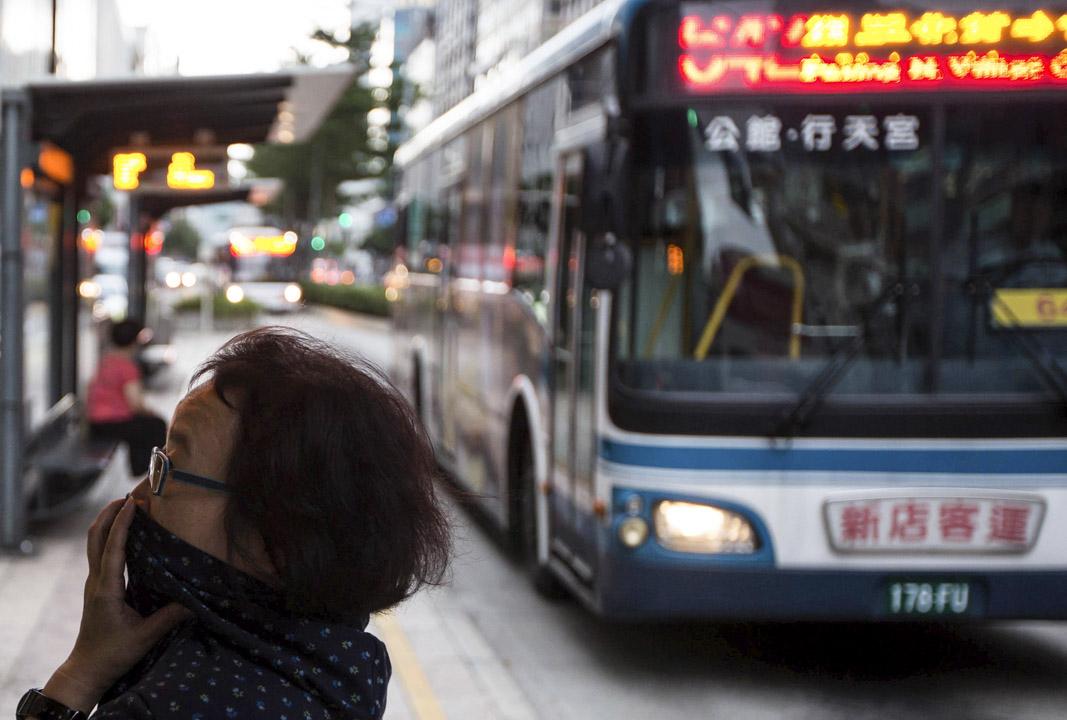 公車的速度影響最大的就是「停靠站」,停靠站越多,旅行時間就越長。