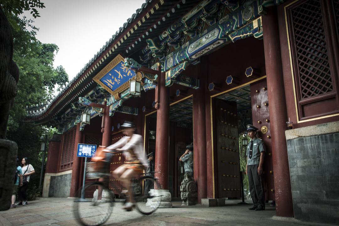 曾任北京大學中文系教師、現任南京大學文學語言學系主任的沈陽,被揭發於22年前性侵女學生高岩,令她自殺,引起各界關注。圖為北京大學。 攝:Imagine China