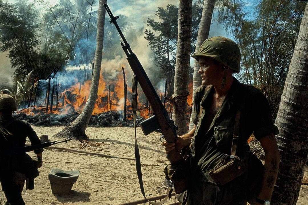 越南戰爭發生於1955年至1975年,由美國等資本主義陣營國家支持的南越(越南共和國)對抗由蘇聯和中國等社會主義陣營國家支持的北越(越南民主共和國)和「越南南方民族解放陣線」的一場戰爭。最終美國在越南戰爭中失敗。越南人民軍和越南南方民族解放陣線最終推翻了越南共和國,統一了越南全國。 攝:Dominique BERRETTY/Gamma-Rapho via Getty Images