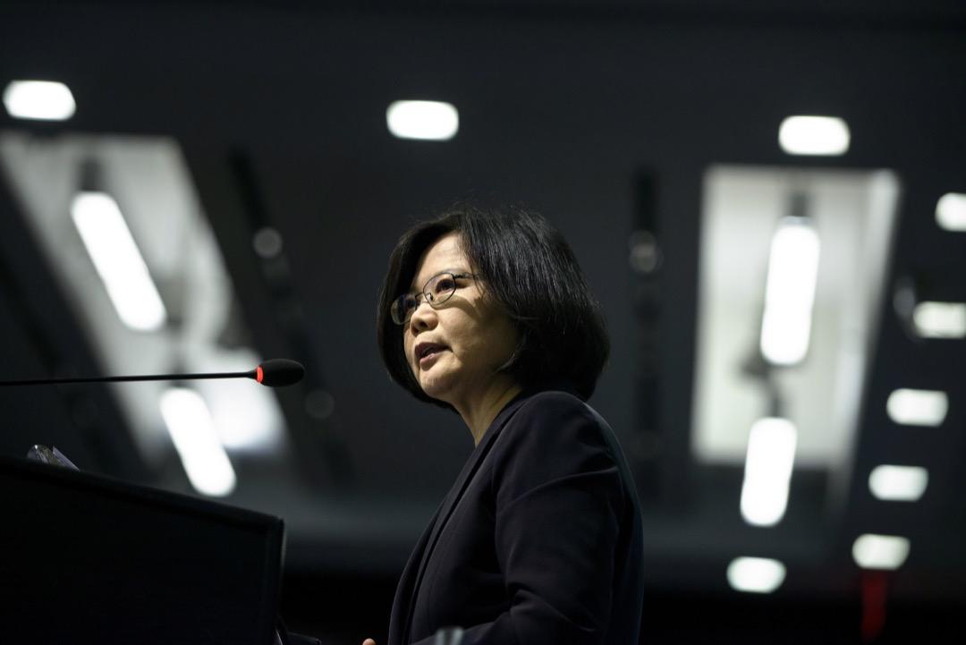 無論蔡英文如何想「維持現狀」,但現狀操在美中手中。台灣必須認清一個現實,兩岸主權爭議的解決只有統或獨兩種可能,「維持現狀」只是一個趨向統或獨的動態過程而已,時間上可長可短,可是終有結束的一天。
