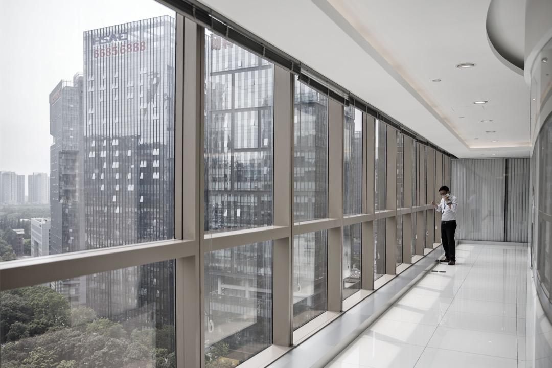 為什麼二十幾年過去了,我們有了數不清的高樓大廈,很多縣城都建設的跟北京似的,我們有了新四大發明。但是我們還是沒有作業系統。