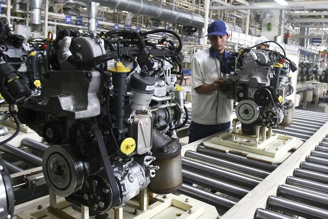 東南亞是日本其中一個重點投資地區。東南亞地區擁有超過六億人口的龐大市場,惠譽(Fitch)旗下BMI研究公司指出,日本在新加坡、馬來西亞、泰國、印尼、菲律賓和越南等地區的總投資額,遠超中國。圖為工人在位於印度新德里的日本鈴木汽車廠工作。