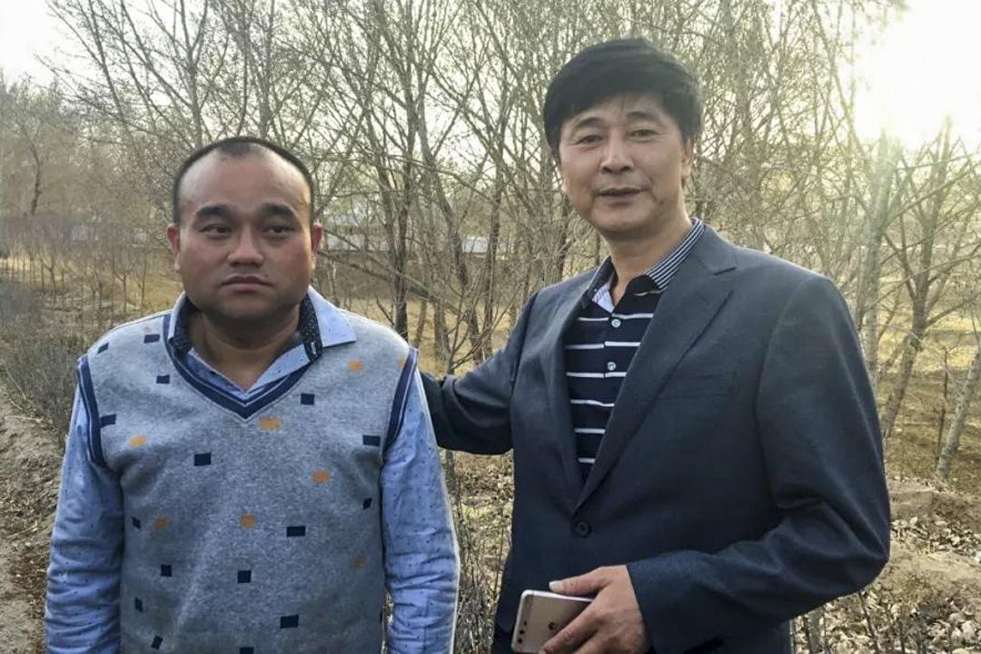 廣州醫生譚秦東在網上發表文章,指內蒙古鴻茅國藥股份有限公司產品鴻茅藥酒「來自天堂的毒藥」,其後他遭內蒙古涼城縣警方跨省抓捕並被起訴。羈押三個月後,於4月17日釋放。釋放後譚秦東(左)與其代理律師。