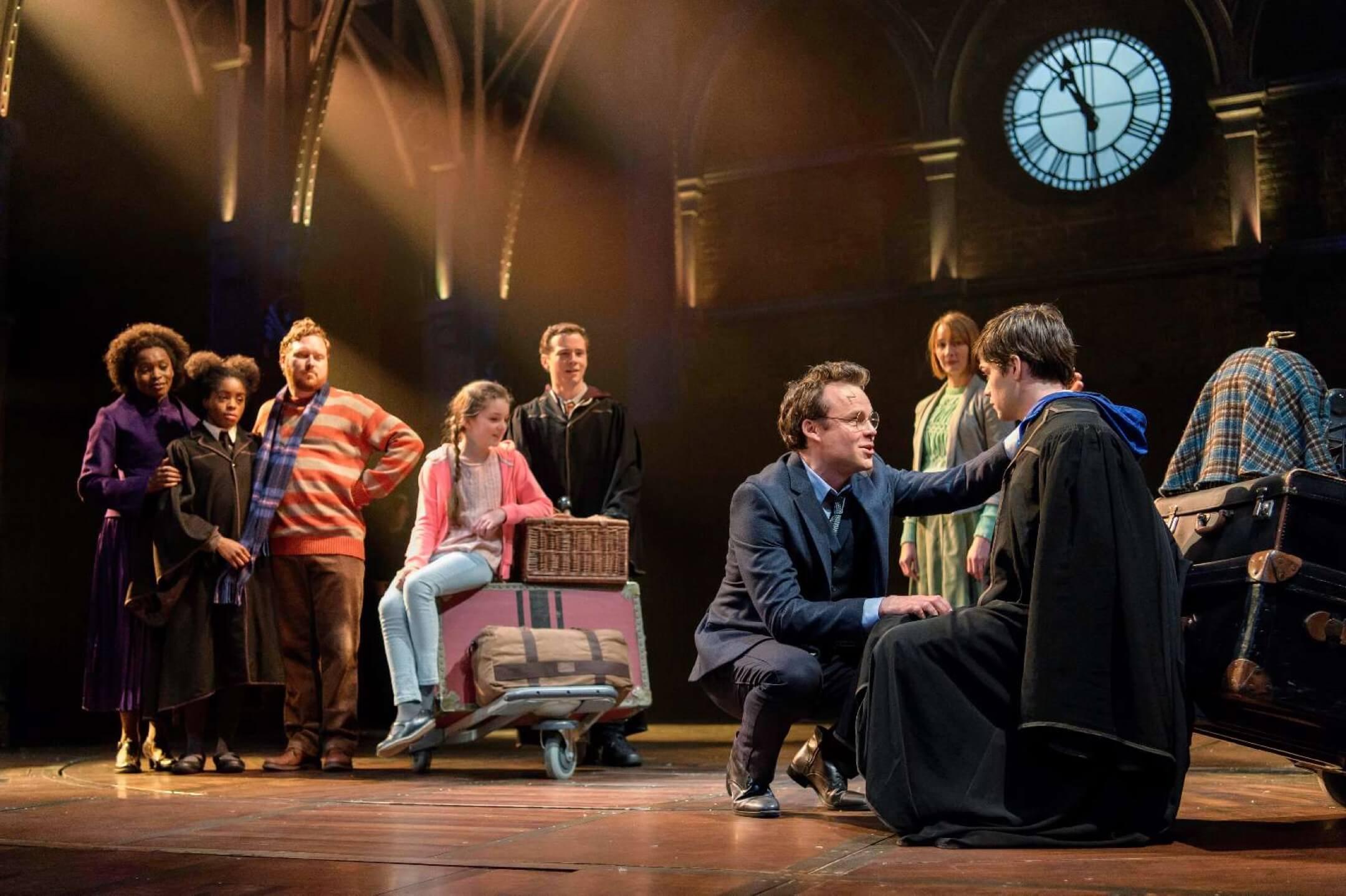 舞台劇《哈利波特與被詛咒的孩子》劇照。