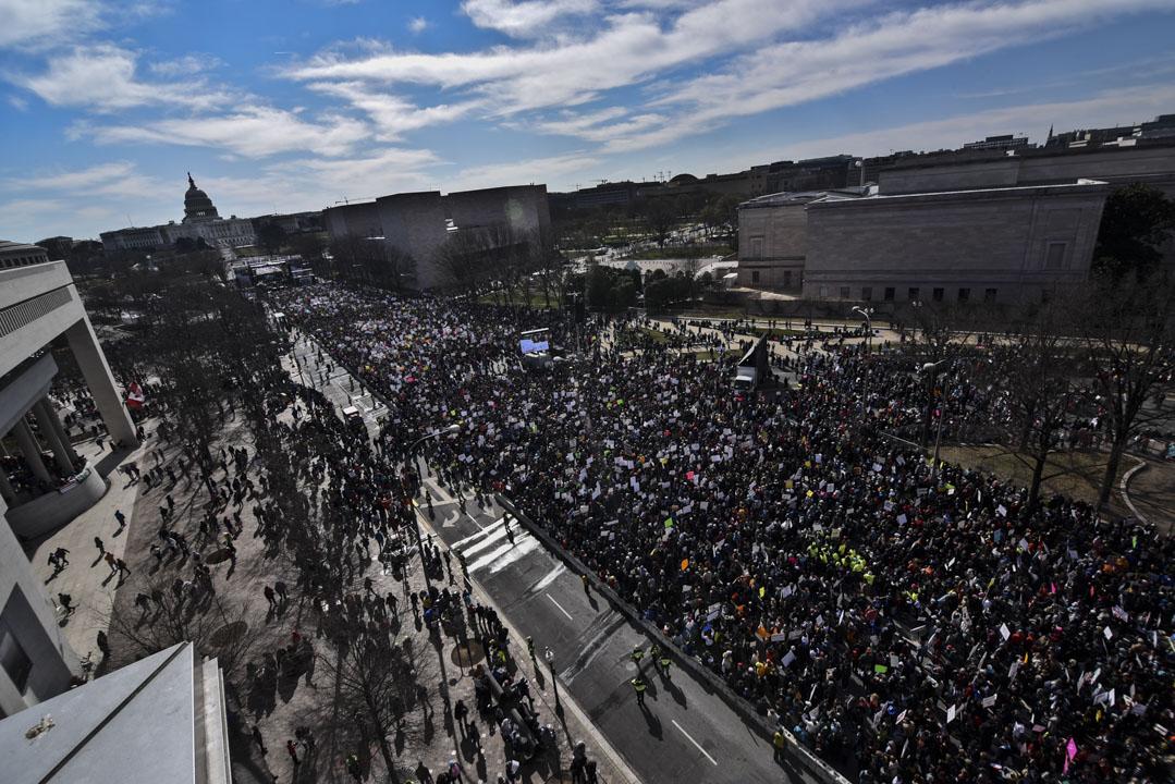 美國首都華盛頓,參與今次「March for Our Lives」集會的50萬名民眾站滿聯結白宮和美國國會大廈的賓夕法尼亞大道。