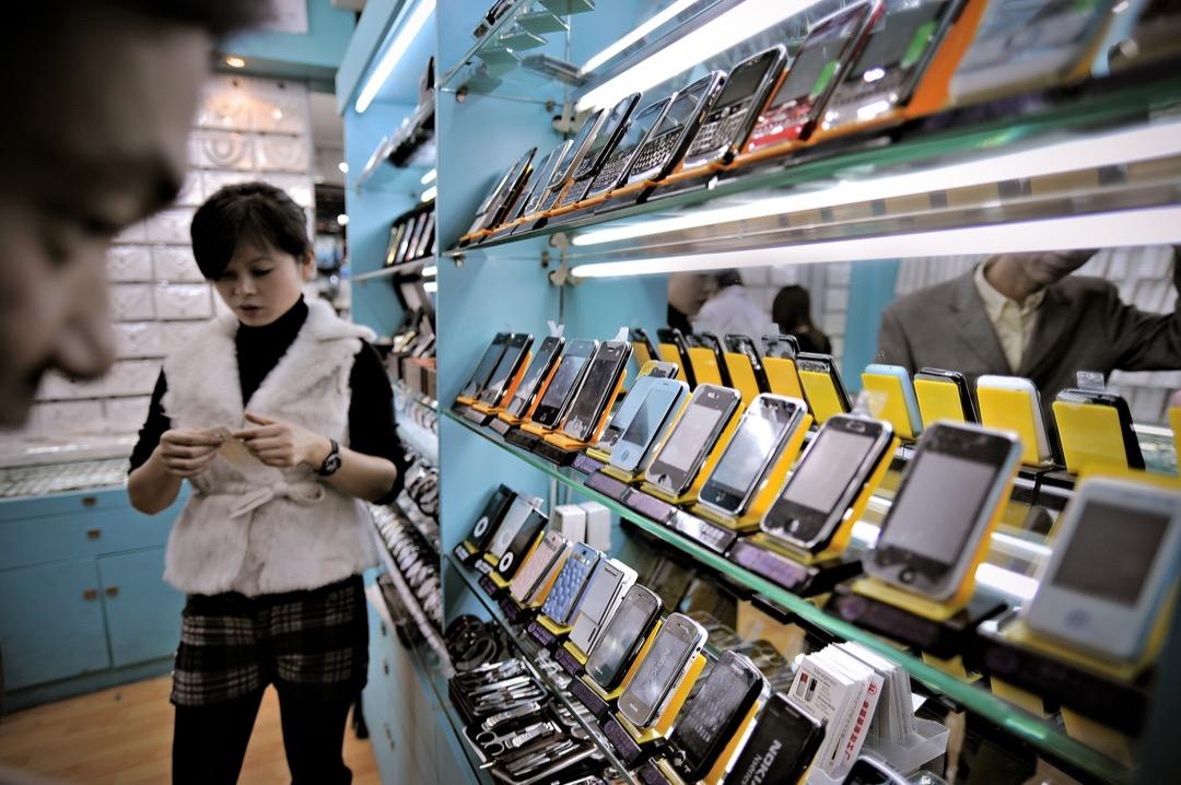 特朗普對於貿易逆差的說法已經比原先的範圍大上許多,其中一項是懷疑中國企業竊取美方智慧財產,或中國依法逼迫外國企業交出原先想在中國生產或販賣的科技產品。