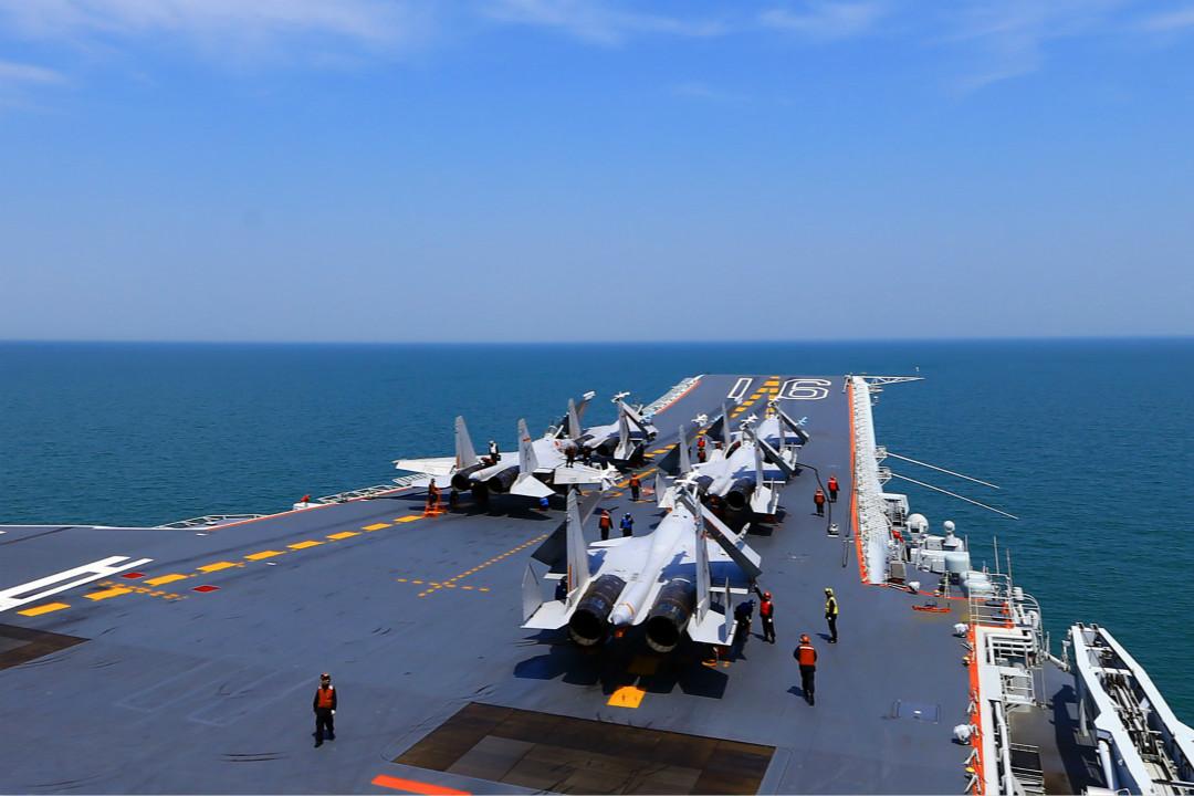 2018年4月24日,中國唯一航母「遼寧艦」在東海進行演習。 攝:Getty Images
