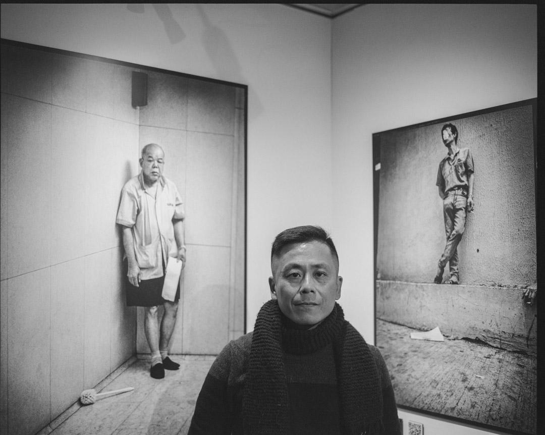 有文化評論認為,「香港面孔」系列恰巧填補了當時九七前一班市井平民百姓的生活狀態;此系列中,謝至德最難忘的是拍攝一位在中環置地廣場廁所裡工作的清潔伯伯(圖左)。