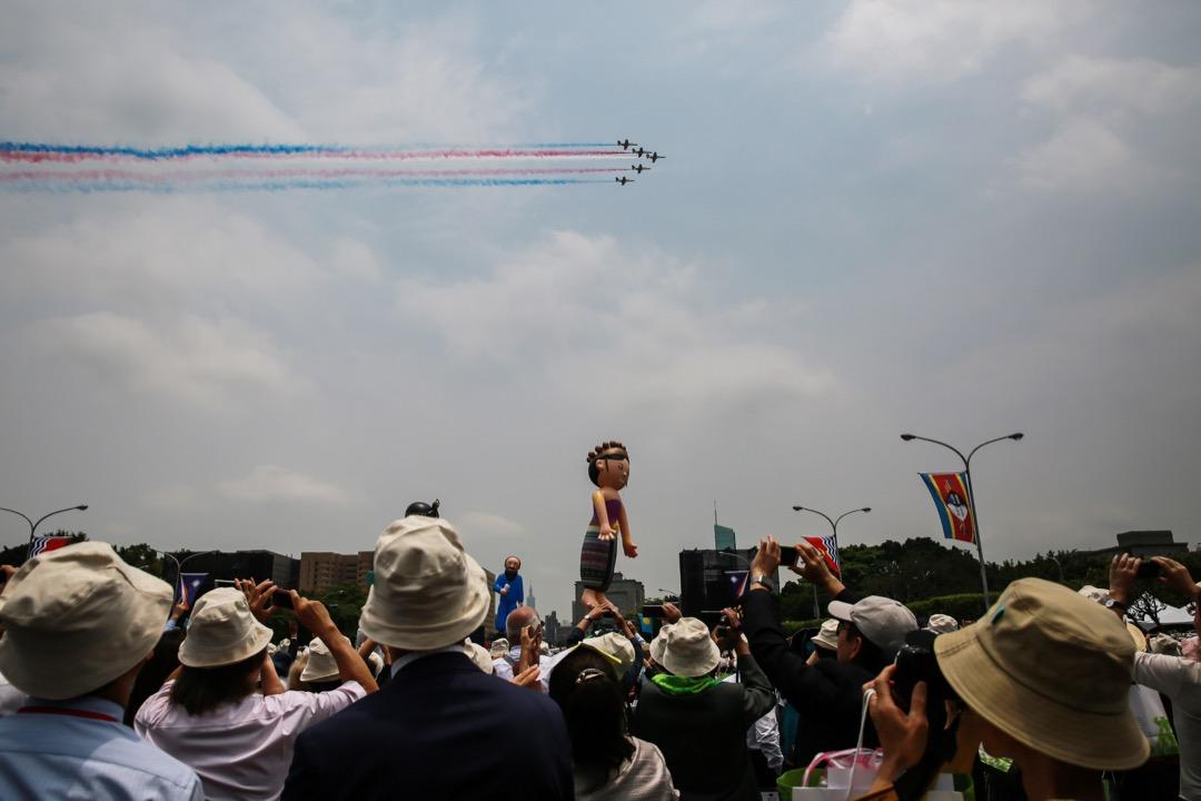 不管是學術類調查或者是媒體民調,在不同的時間點、不同執政黨的狀況下問到的台灣人自我防衛決心,其實都不低。