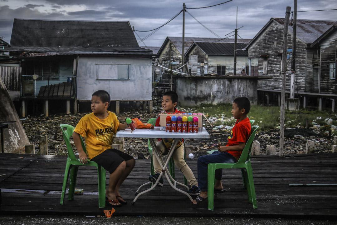 「華人」在馬來西亞所受的教育,差異非常大。對「華語」、「華文」程度,和對其的概念,其實非常不一致。部分人是自小受英文教育和馬來文教育的,也有受「華文教育」的。