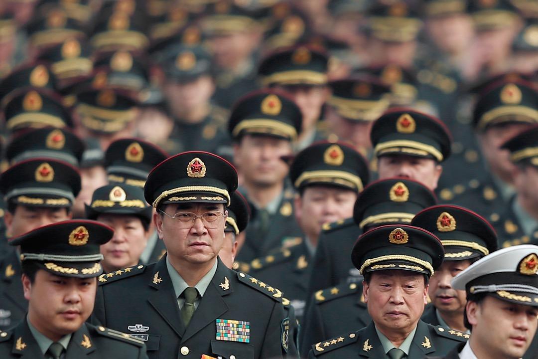 截止2000年前後,共計數萬軍官選擇了「自願復員」,但隨着物價樓價不斷上漲這筆補足金大幅縮水,缺乏就業能力的復員軍官開始後悔復員。