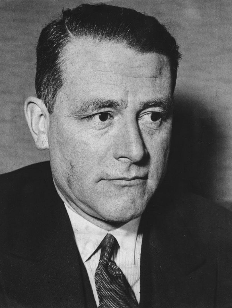 施密特(Carl Schmitt,施米特)是德國著名法學家和政治思想家。