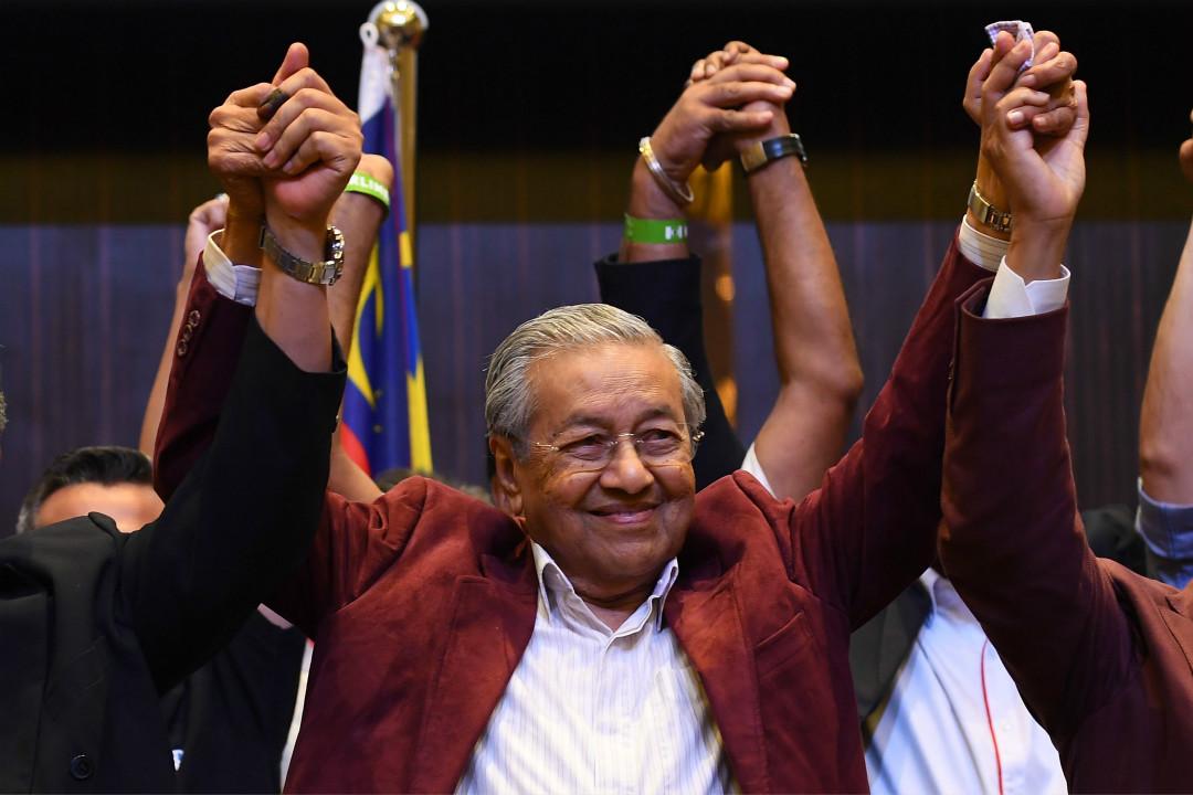2018年5月10日,馬來西亞92歲前總理馬哈蒂爾(Mahathir Mohamad)領導的反對派「希望聯盟」獲得大選勝利。 攝:Manan Vatsyayana/Getty Images