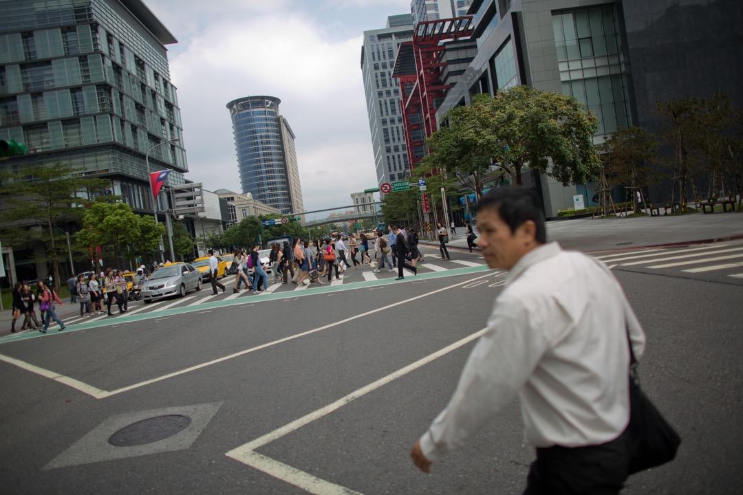 人才外流與否,重點其實不在外流數字,而是要看心態、看戰略。 攝:Lam Yik Fei/Bloomberg via Getty Images