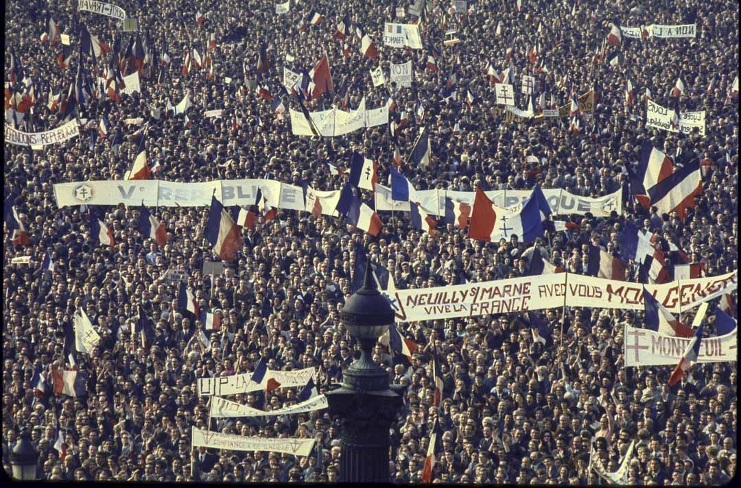 1968年5月30日,戴高樂向全國發表講話,宣佈解散議會重新大選,並在當晚組織近100萬人的反示威。6月大選中,支持戴高樂的右翼獲得大勝,左翼大敗此後十多年一直處於弱勢。