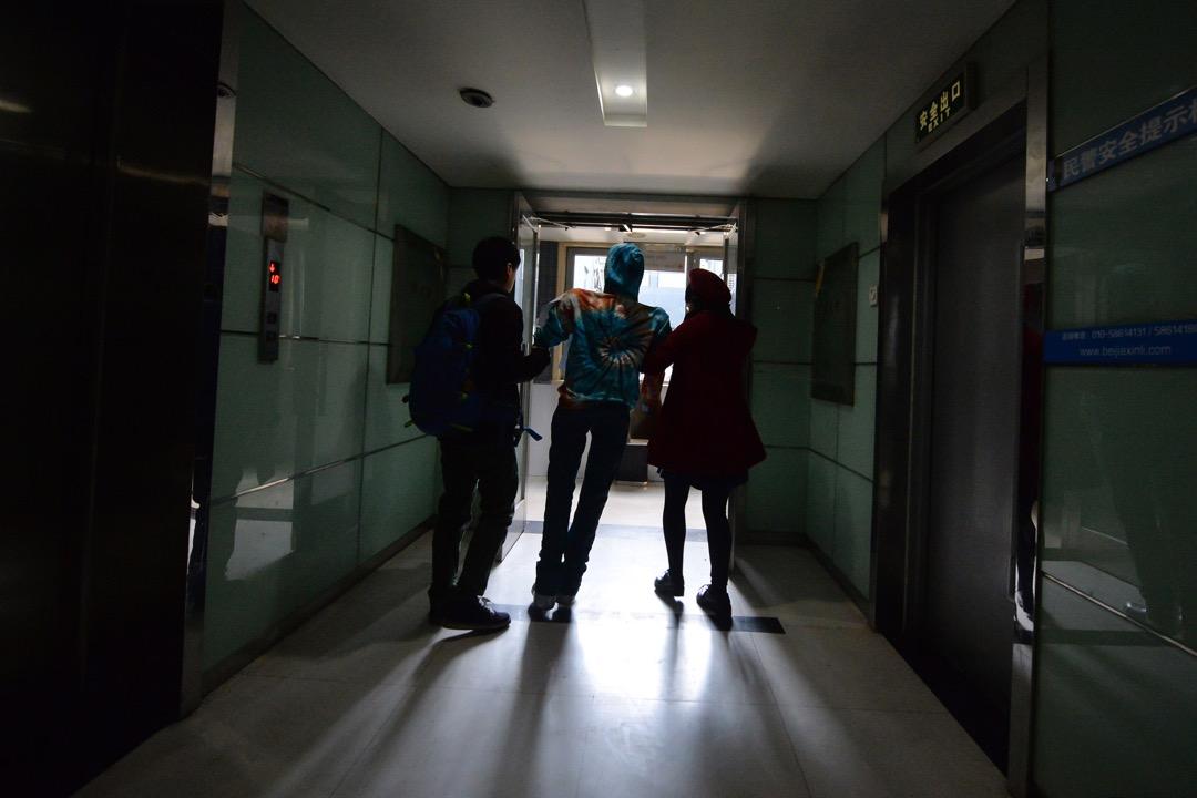 中國大陸的居民都不會對「掃黃打非」陌生,這個不定期進行的行動由成立於1989年的全國「掃黃打非」工作小組辦公室負責。