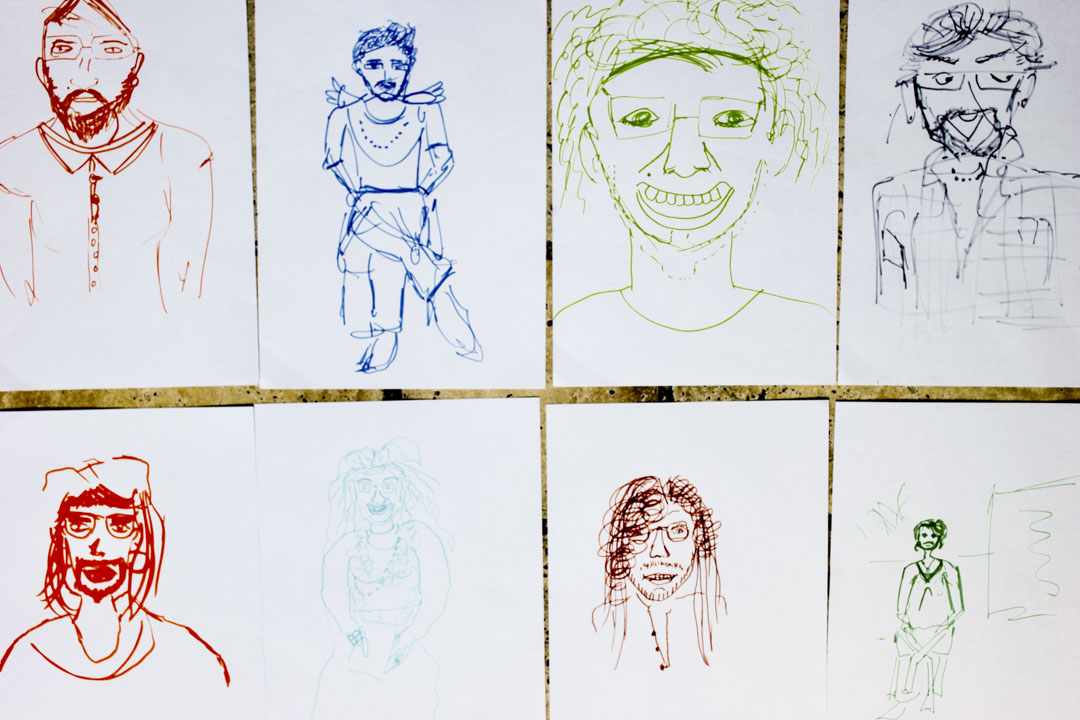 因為每張椅子上的紙和筆沒有移動,所以每次就有一個新的人來畫幾筆,而對面的模特兒也每次不同。形成了每一張畫都給每個人畫了幾筆,每張畫都有那八個人的一點點面孔特徵,被不同的人畫在同一張紙上。