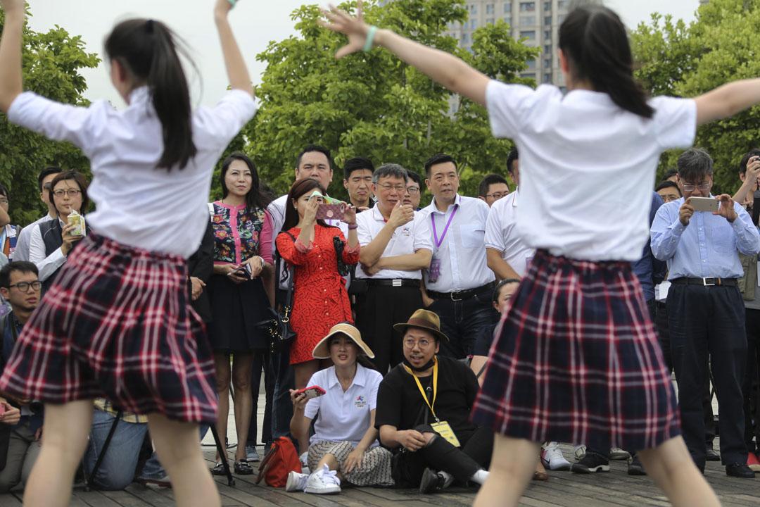 2017年7月2日,柯文哲到上海出席「2017上海-台北城市論壇」,期間觀看台北和上海高中生的街舞交流。
