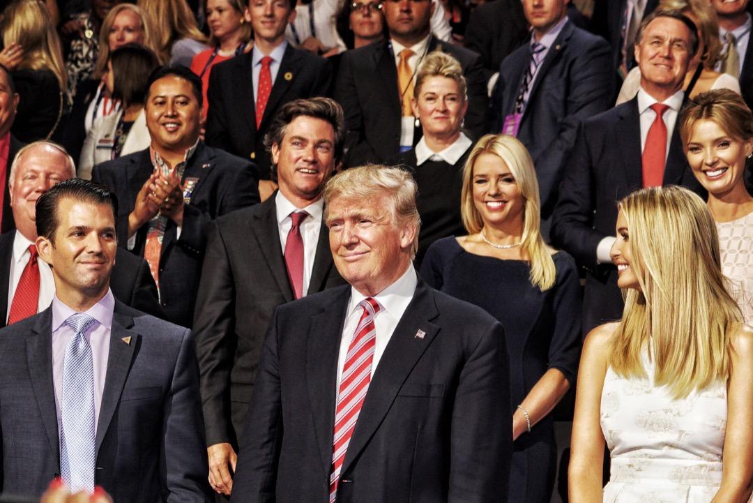 兩韓首腦峰會結束後,18名美國共和黨眾議員去信提名特朗普為2019年諾貝爾和平獎候選人,指他終止了韓戰,並指他努力推動北韓無核化及步向和平。 攝:Benjamin Lowy/Getty Images
