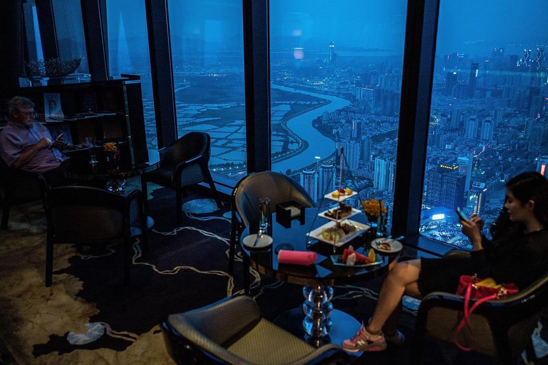 政協常委、香港中華總商會會長蔡冠深日前接受報章專訪時明言「將來我們不是香港人,是大灣區人,所以不要只想香港的利益,應循一體化的角度去想。」 攝:Lam Yik Fei/Getty Images