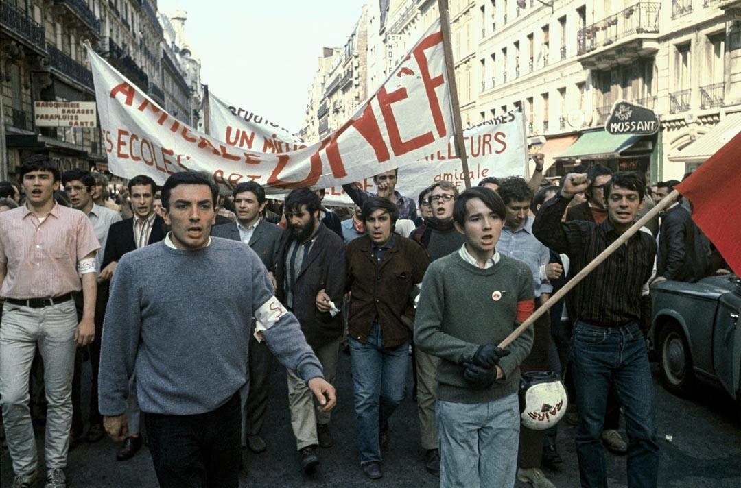 1968年5月1日,學生在巴黎的街上遊行。