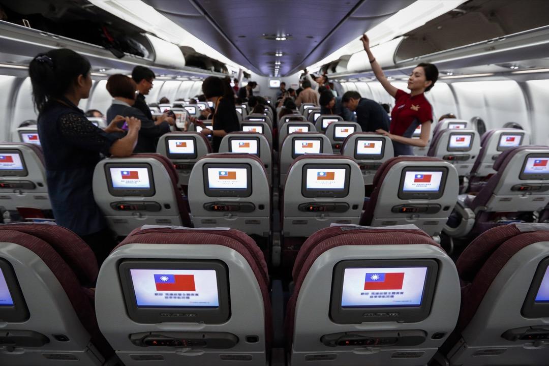 中國政府於4月25日對36家外國航空公司提出要求,在一個月內將其航空公司網站上的「台灣」名稱加註「中國」字眼。目前已有20家航空公司配合。 攝:Tomohiro Ohsumi/Bloomberg via Getty Images