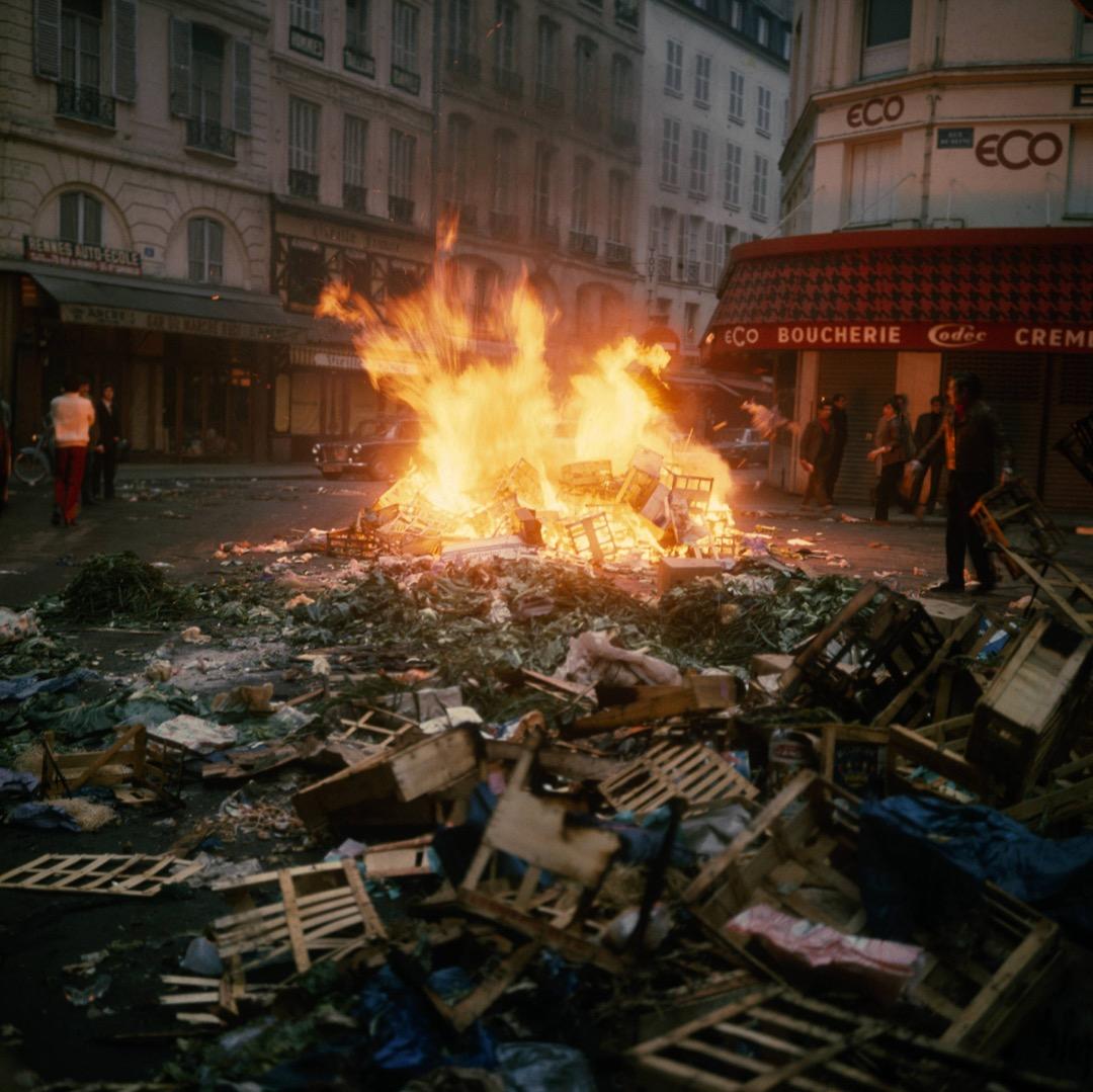 5月22日,法國「五月風暴」期間,有示威者建起路障並燃點雜物,試圖堵塞道路。