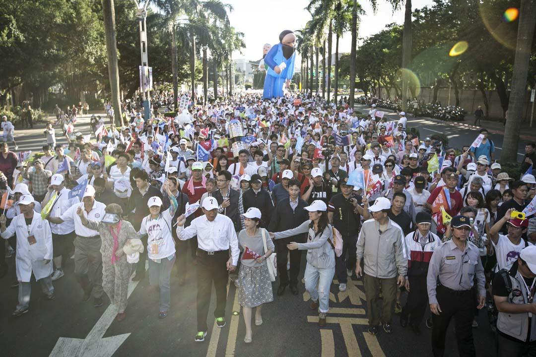 2014年11月23日,台北市長候選人柯文哲及支持者於選前進行造勢活動。