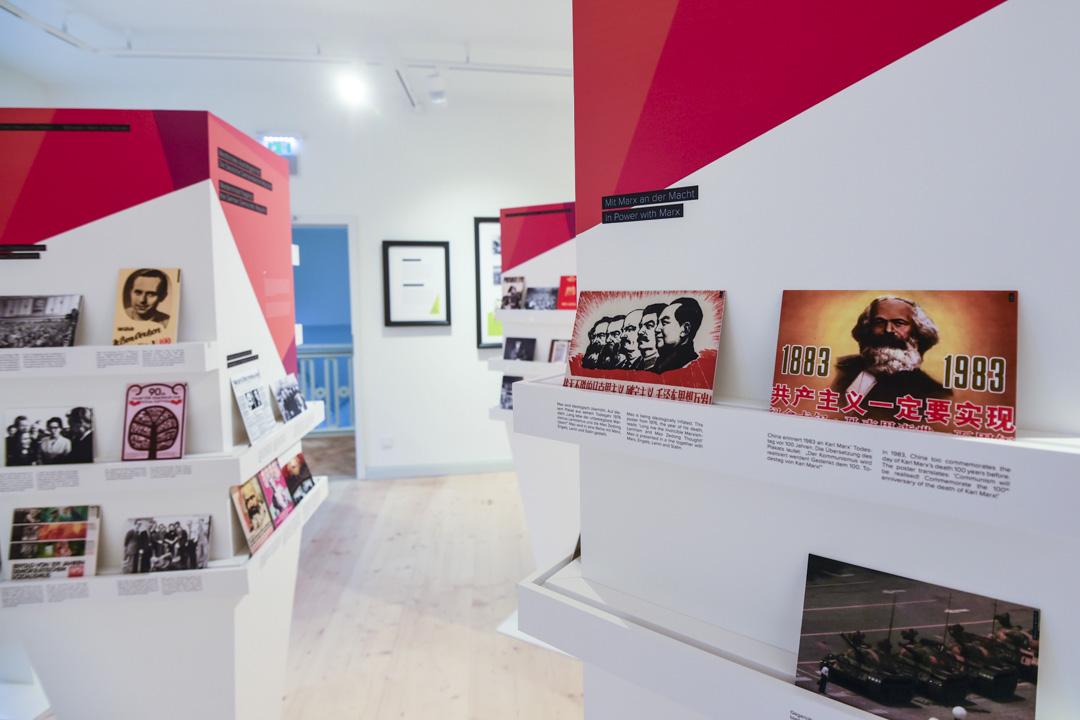 馬克思故居博物館,有不少中國元素的展品在內,其中更有一幅天安門事件,王維林隻身阻擋坦克的圖片。