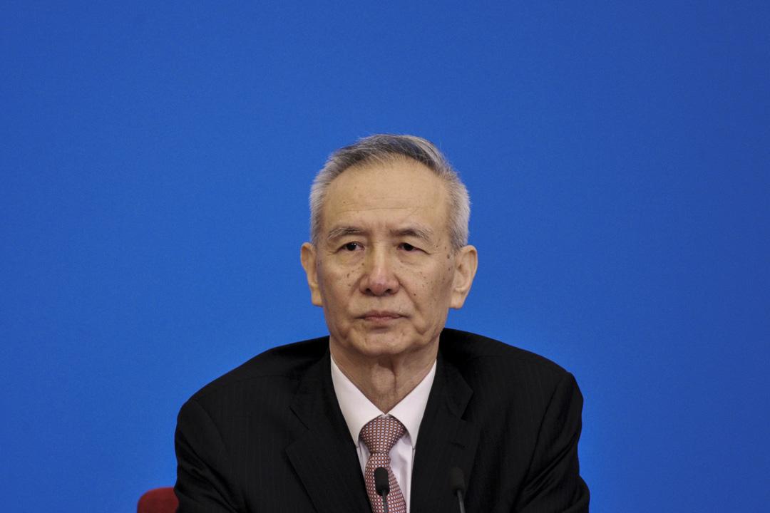 中國副總理劉鶴會於近期赴美討論貿易問題,5月19日,雙方公布《中美就經貿磋商發表聯合聲明》。雖然雙方在具體細節上還有待進一步商討,但中方劉鶴稱「貿易戰不打了」,美方姆努欽也稱「[貿易戰暫停][3]」。雙方談判團的負責人如此表態,預示以後的細節與具體安排都是事務性的,中美貿易戰危機可以告一段落。