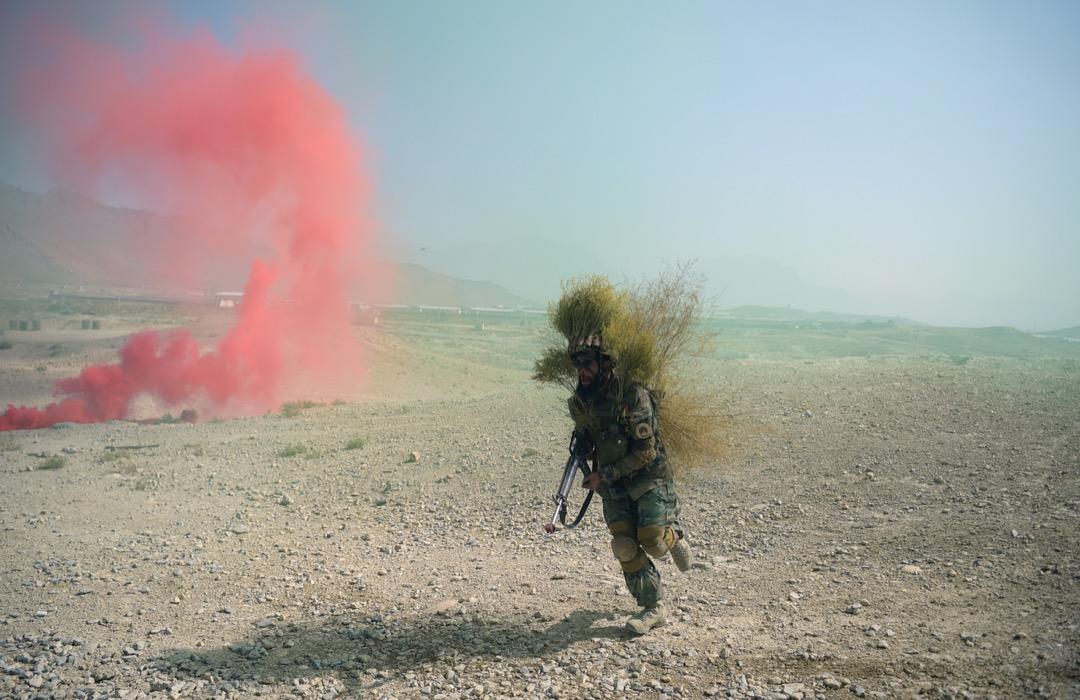 2017年10月7日,阿富汗軍隊在喀布爾軍事訓練中心向當地以及國際傳媒展示軍事演習。