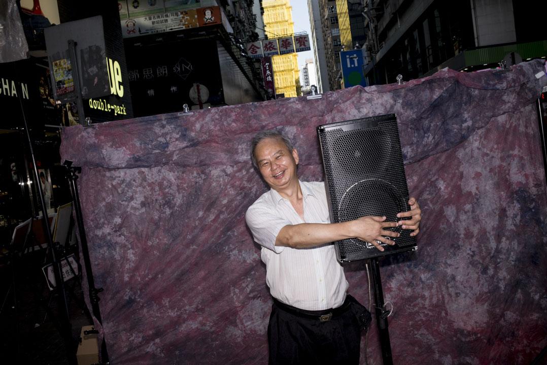 60歲的Danny哥熱愛唱歌,臨近退休打算重拾年輕時的興趣,於一年半前到菜街唱歌,視菜街為「K房」。