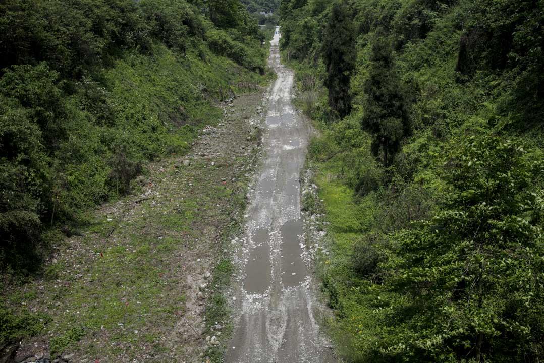 2018年4月,什邡紅白鎮的一條山路,十年前,紅白鎮是地震重災區。