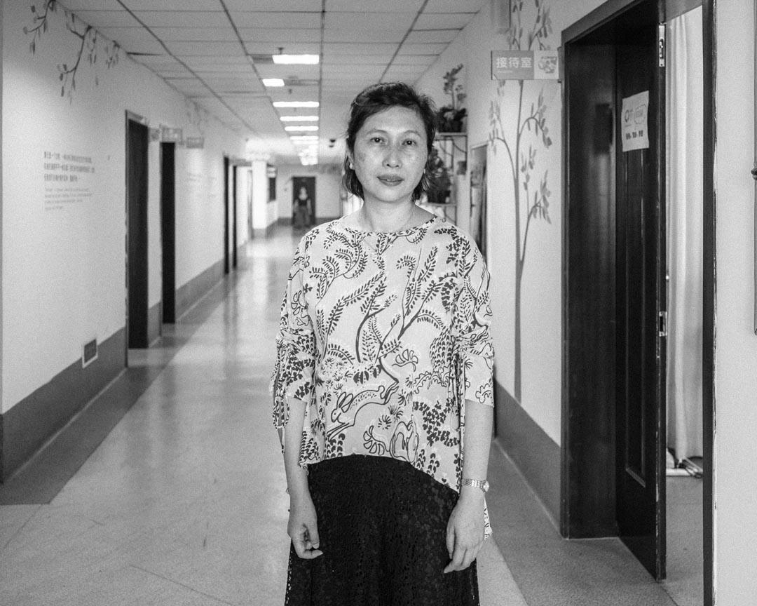 高金英,55歲,心理輔導員、兒童遊戲治療師,香港人,地震後作為香港青年發展基金的項目經理,幫助災民心理康復,至今留川。