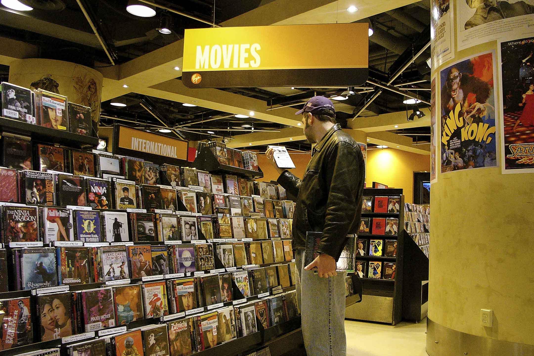 電影產業在錄影帶時代雖然已有高單價、小規模的發行,但一直到DVD出現才真正有賣斷權利給消費者的規模化市場。 攝: Spencer Platt/Getty Images