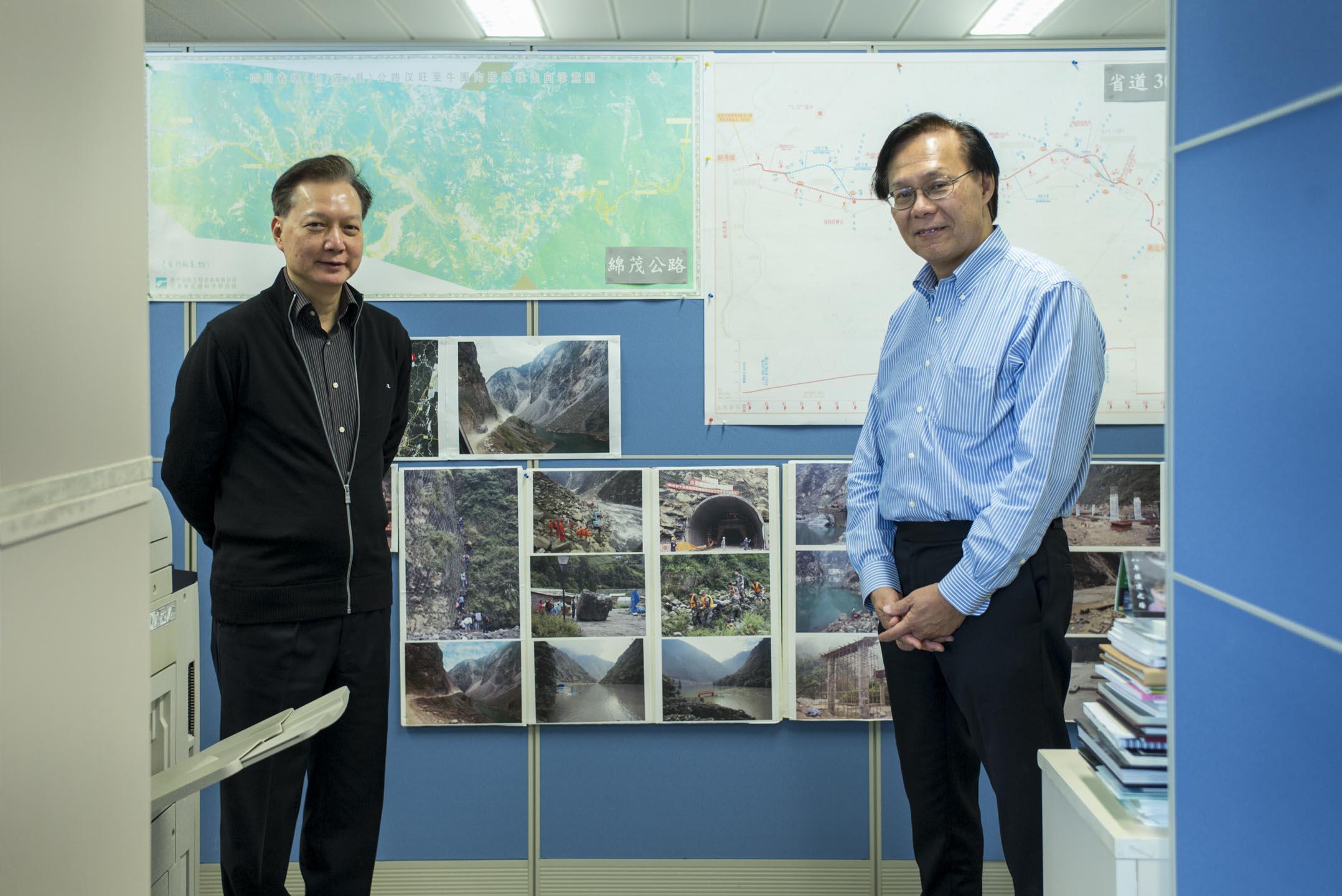 香港援建四川的港方主要負責人,時任香港發展局常任秘書長麥齊光與時任四川重建組副組長的唐錫波。